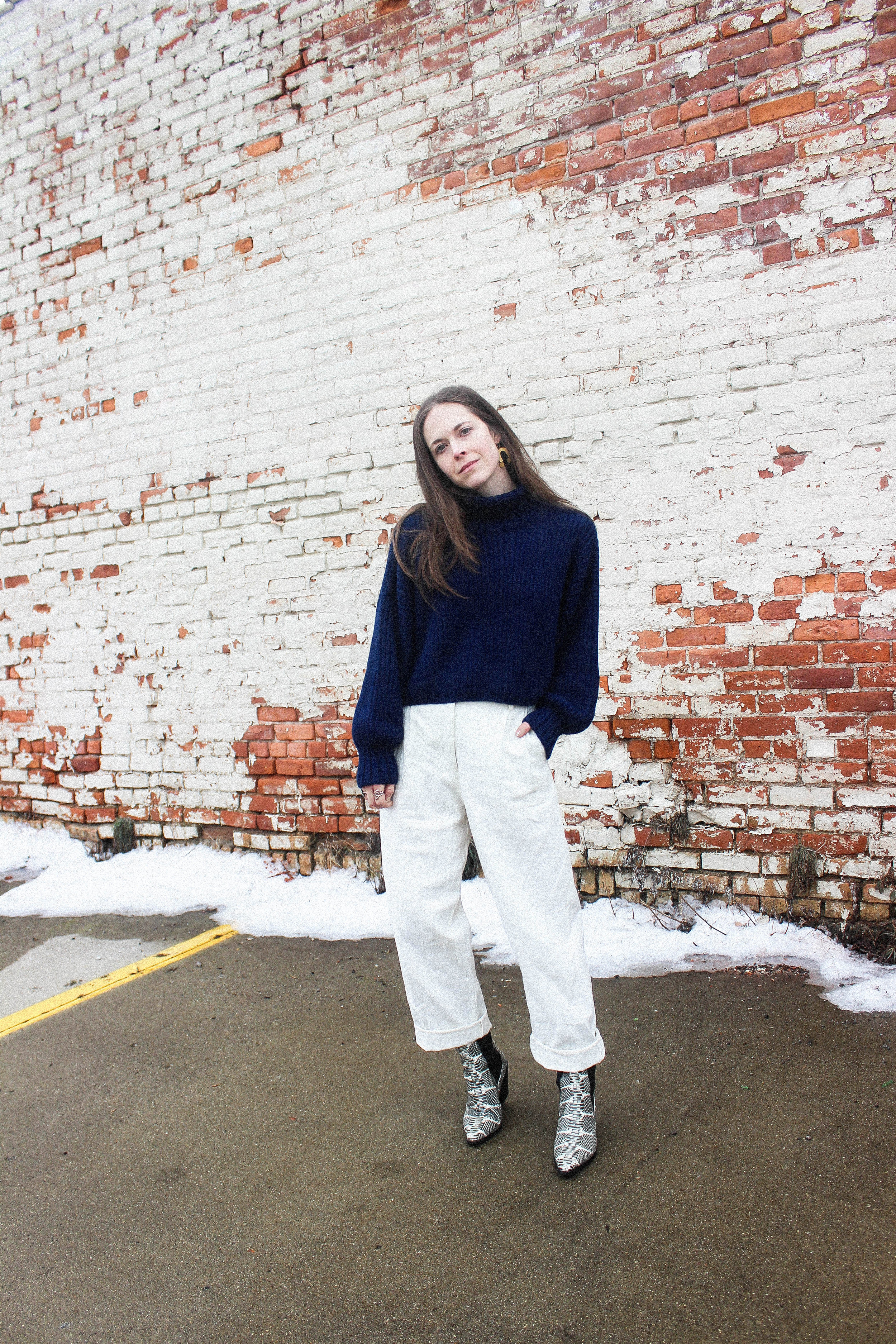 FIRST RITE CROP TURTLENECK IN LAPIS, THE WYLDE LUCETTE PANT, AND AEYDE ARI BOOTS. - TAYLORKRISTIINA.COM