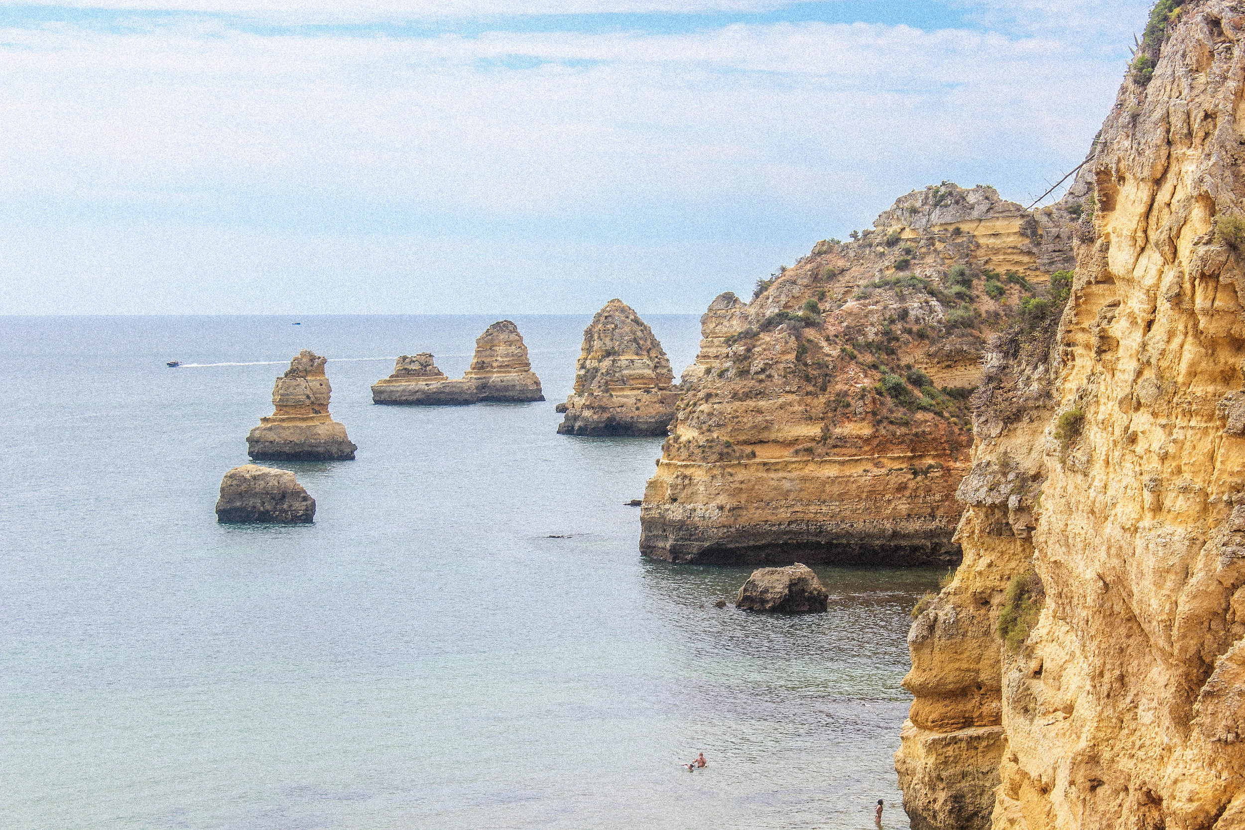 LAGOS, PORTUGAL TRAVEL DIARY - TAYLORKRISTIINA.COM