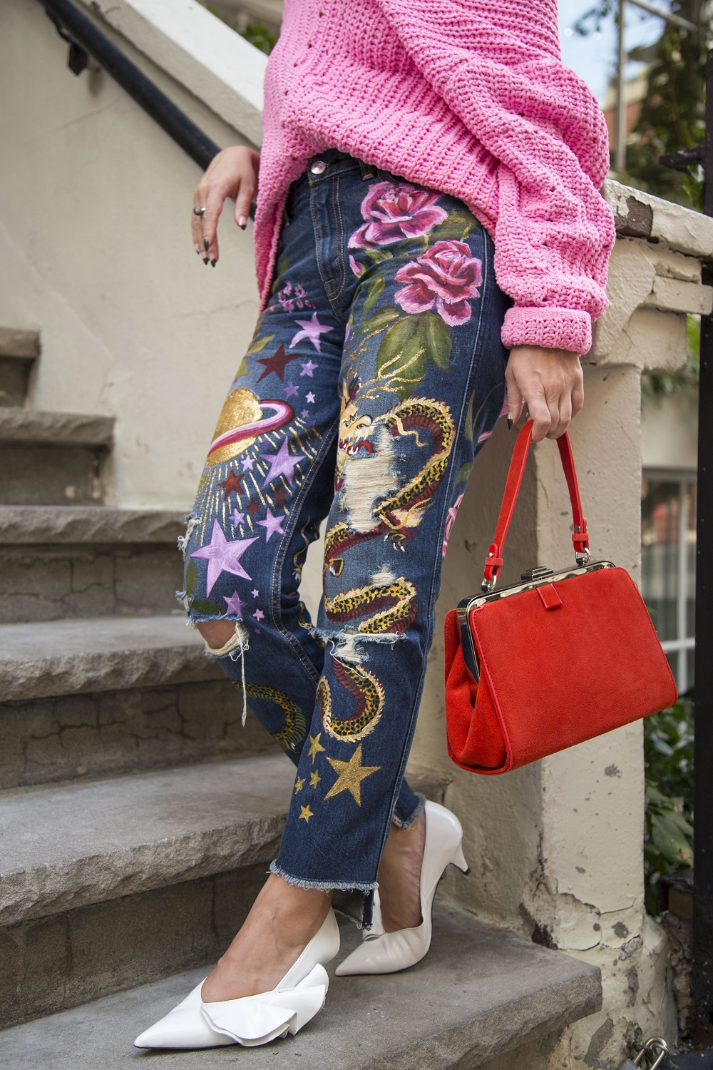 Are you getting Gucci vibes from these jeans, too?⭐🐉🌸