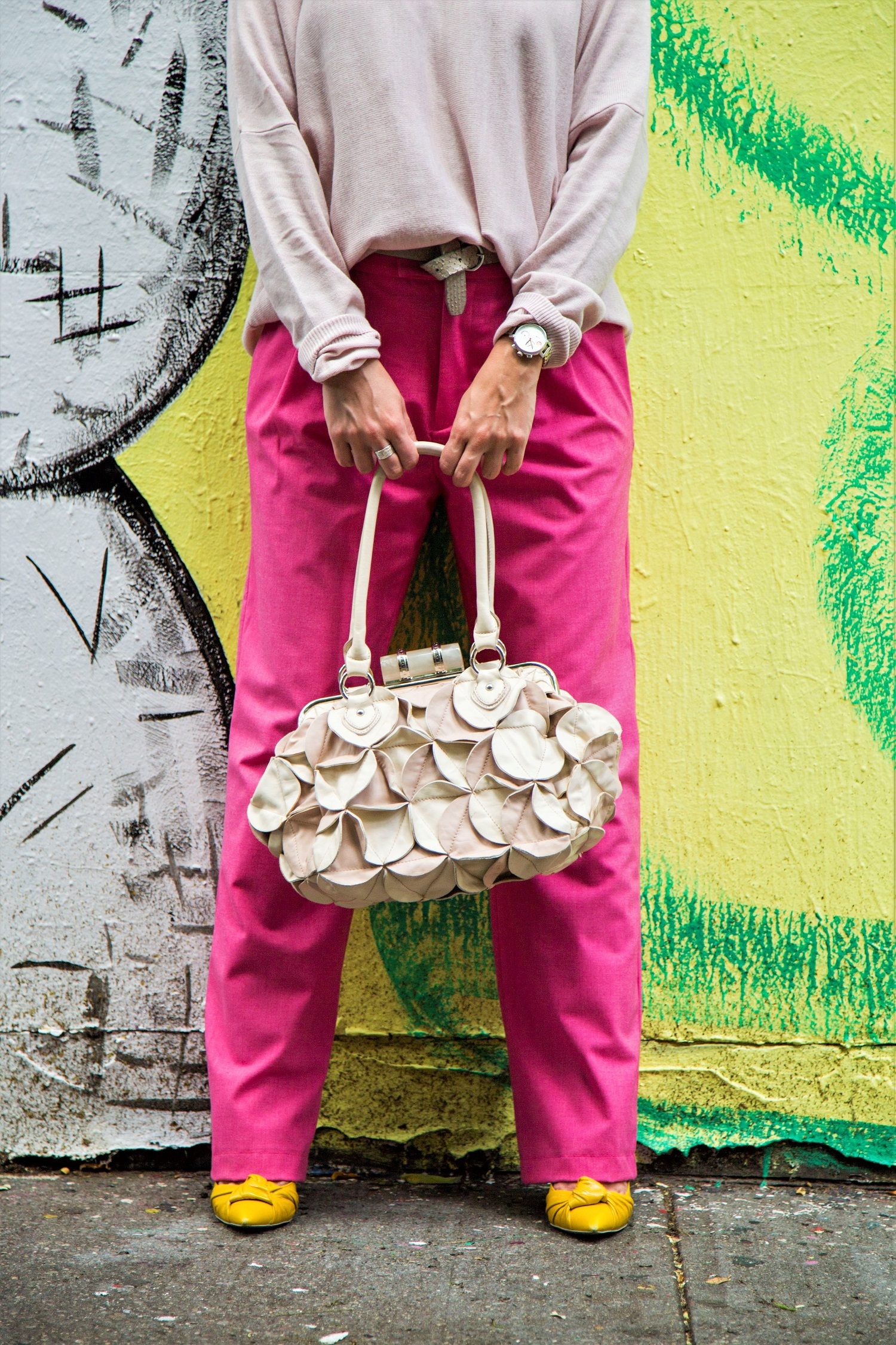 how to wear pink trousers