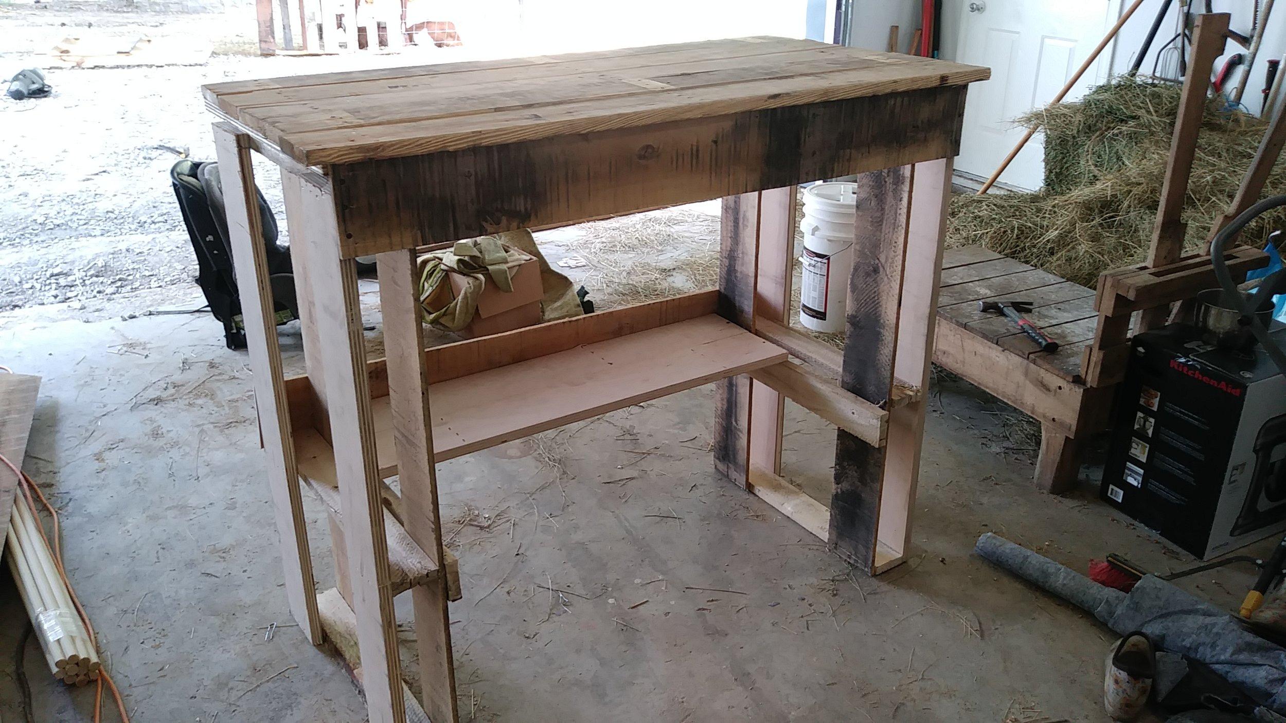 Pallet Bar Work Bench.jpg