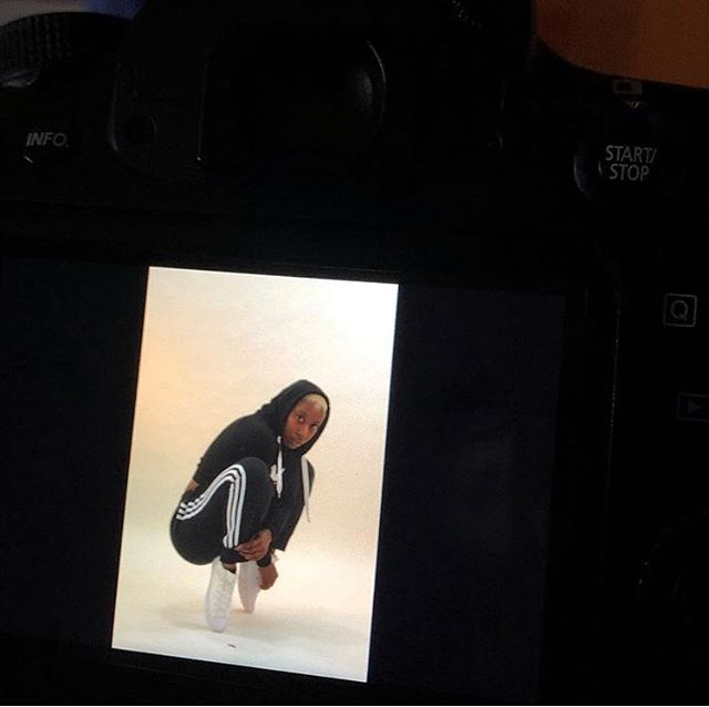 Behind the scenes during a photo shoot for @blacklistedcph • • • 📸: @maxshawphotos  #solomagic #getonpace #artivism #blackexcellence #blackgirlmagic ##blackdancers #blackart