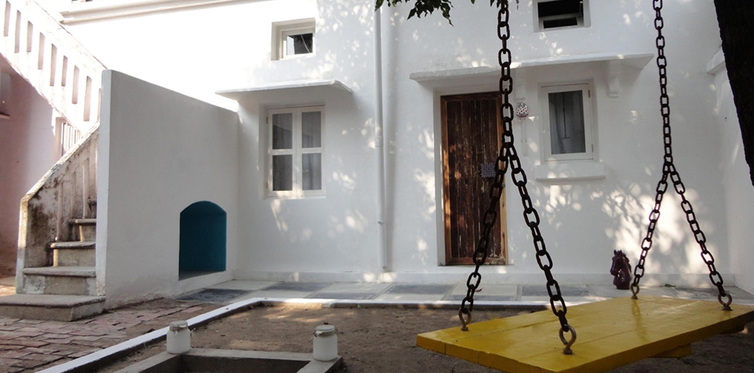 ScholarsSuite_Courtyard1.jpg