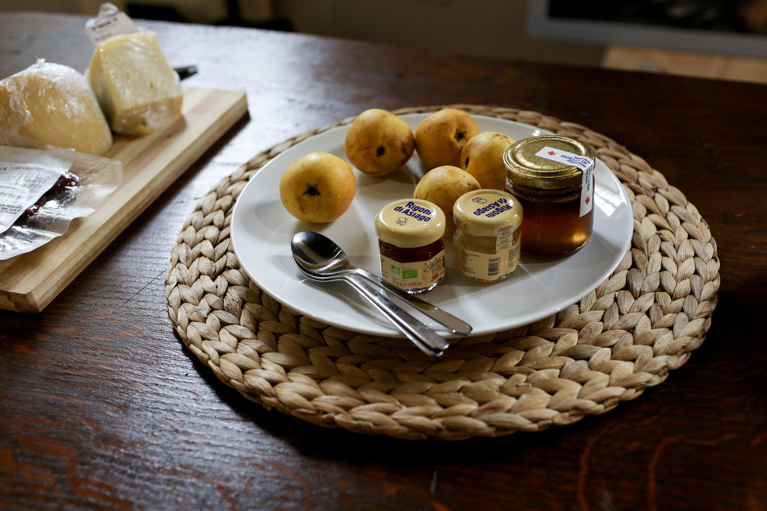 #6 Palazzo Simoncelli buffet pears & marmelade.jpg