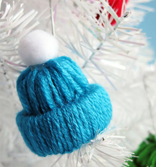 Source: http://www.landeeseelandeedo.com/2015/12/winter-hat-tree-ornament-yarn-craft.html#