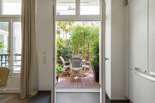 cuisine-ouverte-acces-terrasse-privee-exterieur-location-paris-319x213.jpg