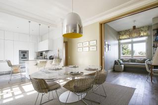 salle-manger-cuisine-interieur-apaisant-epure-deco-renovation-appartement-paris-319x212.jpg