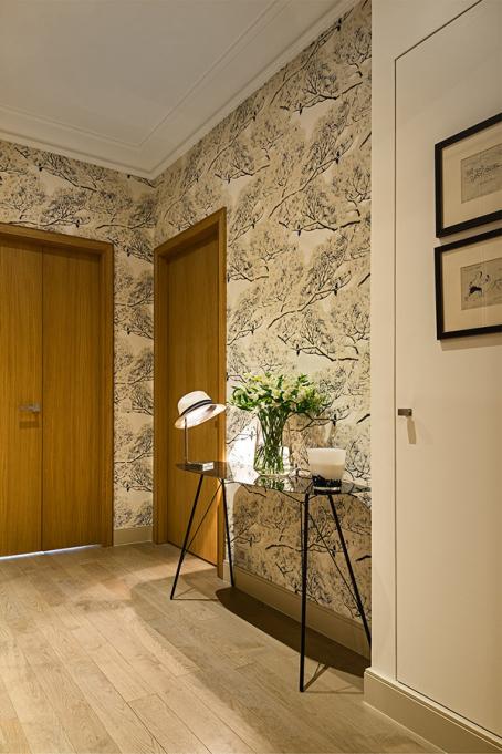 entree-appartement-renovation-reussie-paris-deco-papier-peint-454x681.jpg