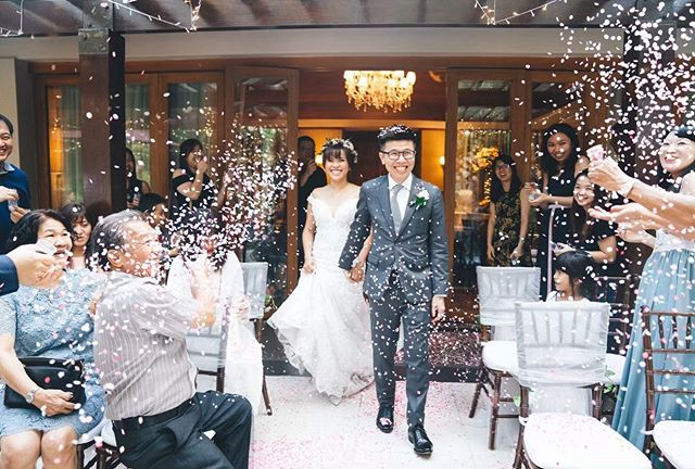 After a very memorable 1 man gatecrashing at the villas (during which SK was a so very incredibly good sport going up against the challenges of 5 bridesmaids), it was time for the ceremony! With confetti popping all around it was such a sweet moment for him and Hui Ping. 😇 Loved being there for this one! . . . . #bridestory #weddingscoop #sgbrides #sgweddingphotographer #shesaidyes #ido #weddingphotography #weddingphotographer #weddinginspiration #weddinggoals #theknot #buzzfeedweddings #weddingstylist #gettingmarried  #bridalideas #bridalcouture #bridegoals #letswed #yestothedress #dirtybootsandmessyhair #weddingscoop #destinationwedding #weddinginspiration #theweddinglegends #intimatewedding #destinationphotographer #destinationbride #junebugweddings #wedfolks #sonysingapore