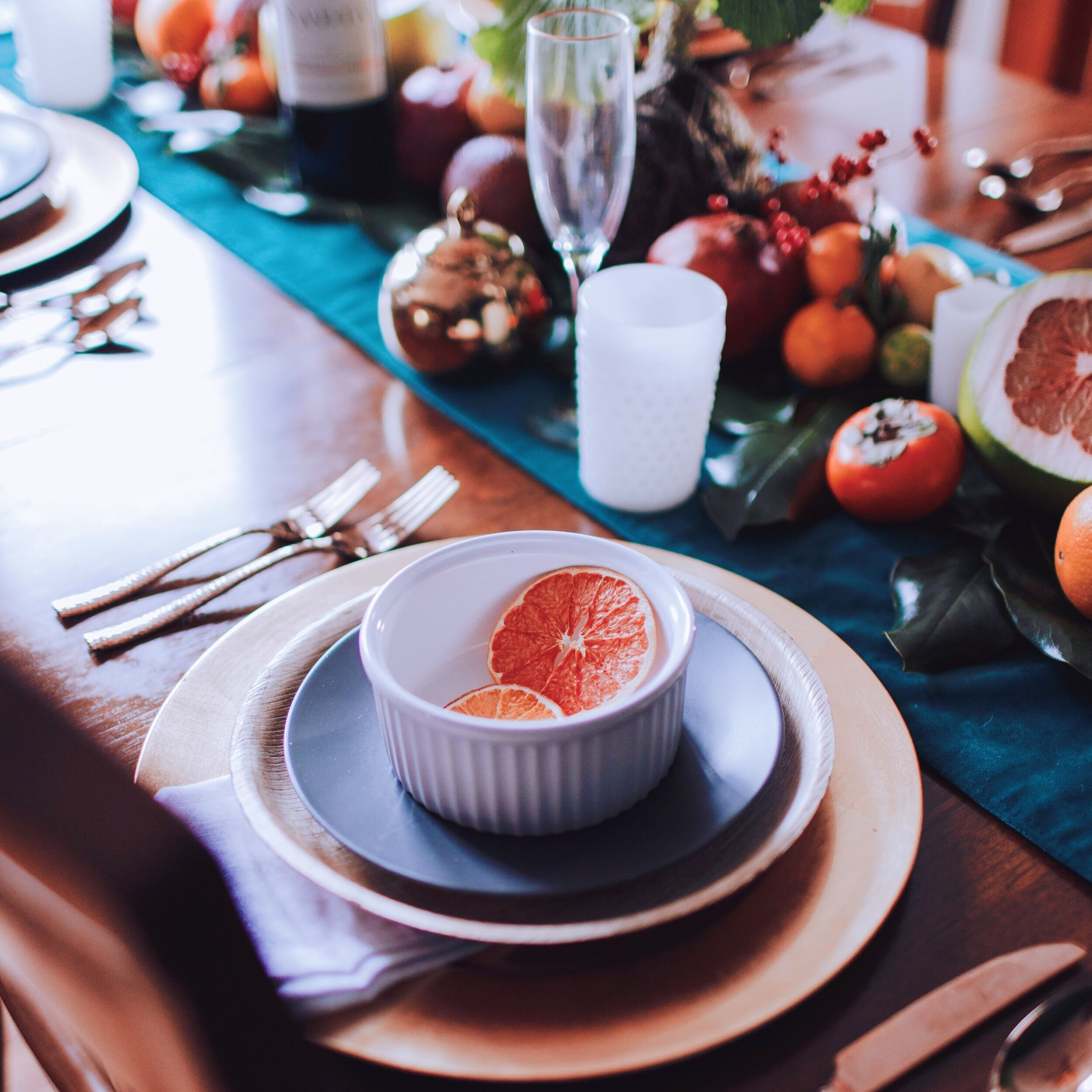 citrus_themed_celebration_holiday_tablescape_01_designed_by_reidy_creative.jpg