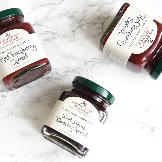 120 Calorie Raspberry Crumble Bars // Easily made vegan and low in sugar!