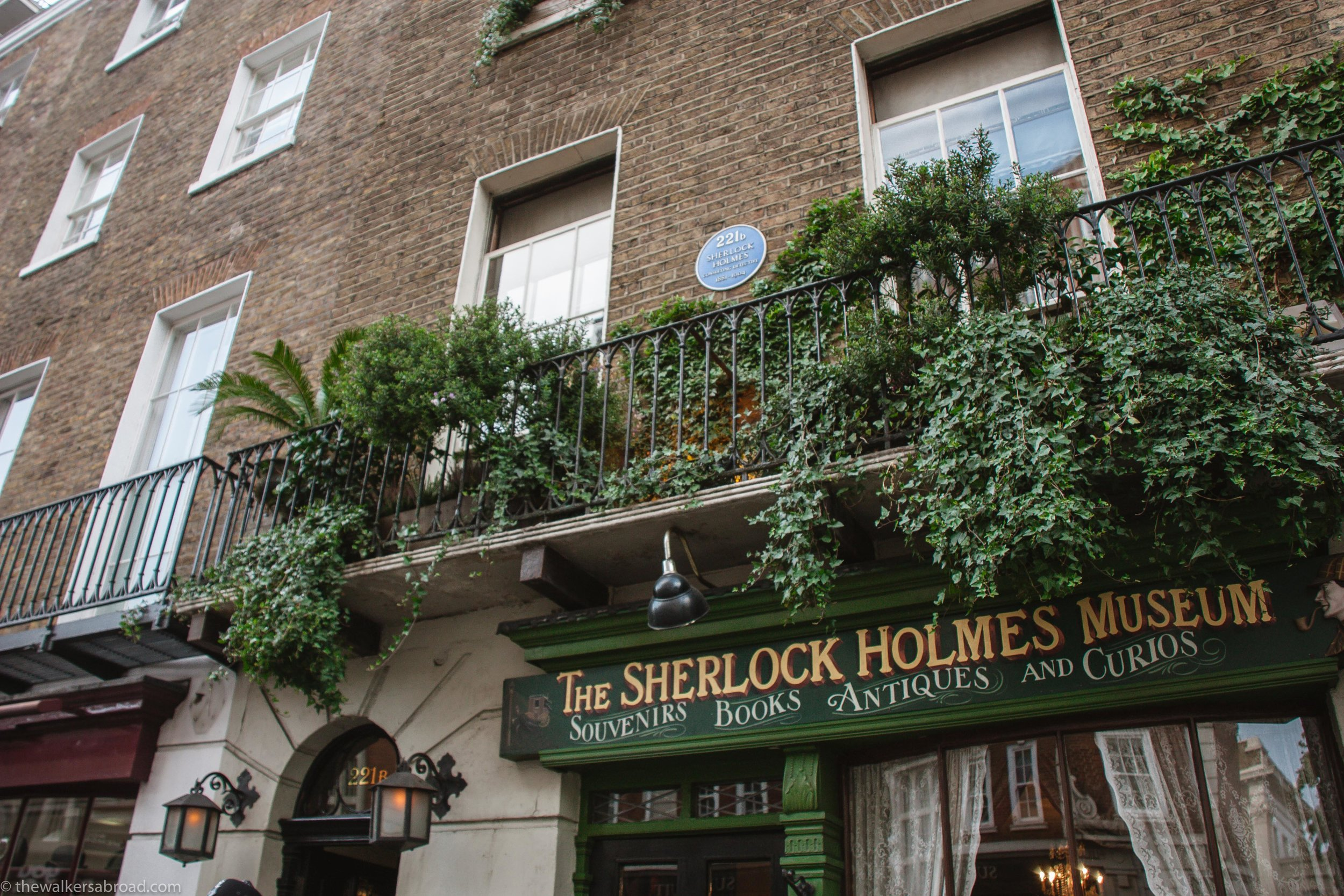We stopped by 221B on our way to our hotel. I didn't get the chance to go back in there, but it was really very fun to just walk by.