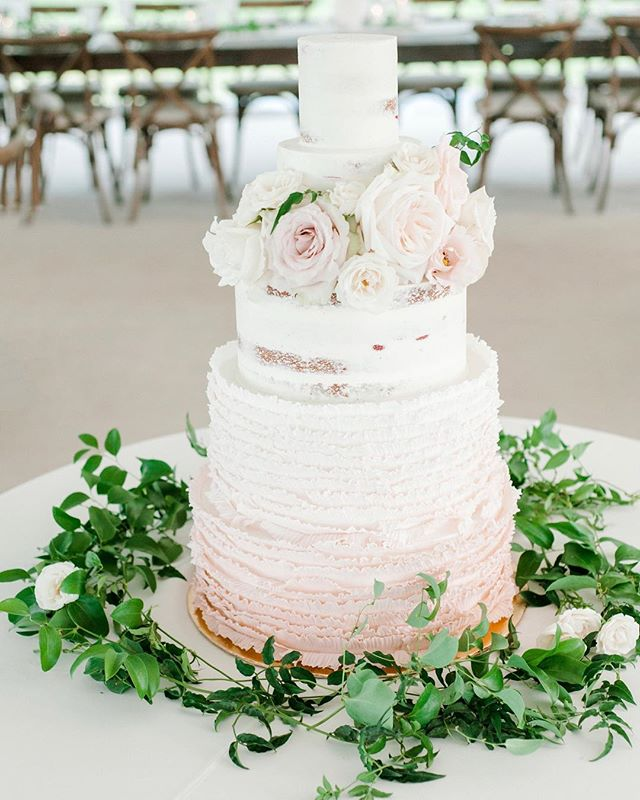 Simple and classic for this beautiful spring wedding in Steamboat  Photo: @onesweetphoto  Planning: @purplesummerevents  Floral: @emmaleafloral