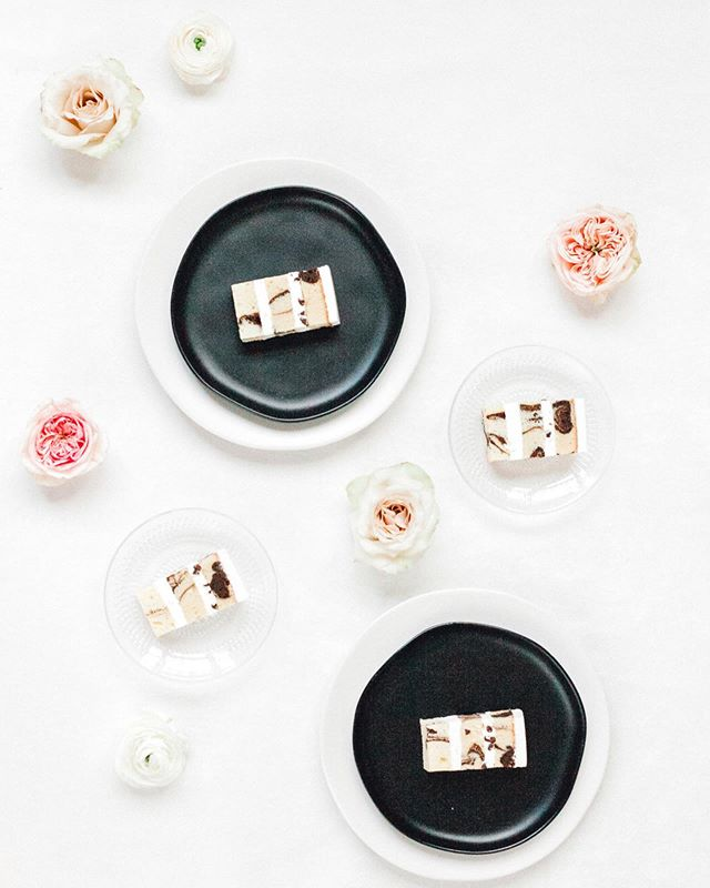 Tastings are one of my favorite parts of the cake process. It's often the only time I get to meet and connect with brides. I love getting the opportunity to get to know my couples and understand what inspires them. This could not be more valuable during the design process! 🍰 #cakelover  Photo | @saralynnphoto  Flowers | @emmaleafloral  2018 editorial for @couturecolorado