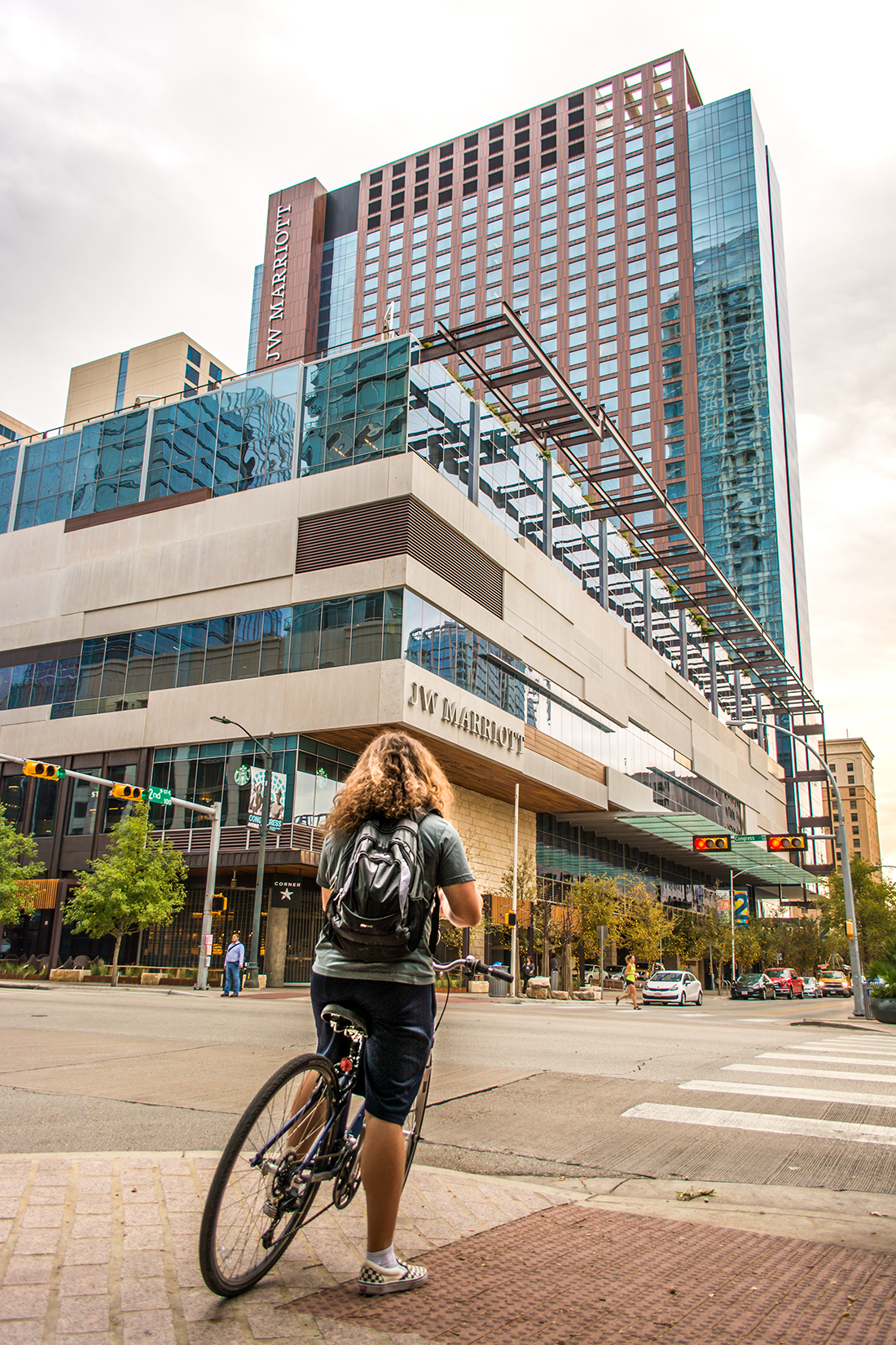 The JW Marriott makes great use of it's surrounding sidewalks with sidewalk open air seating for it's Corner restaurant. Features like these help blur the line between inside and outside making building more accessible and bringing new life to city streets.