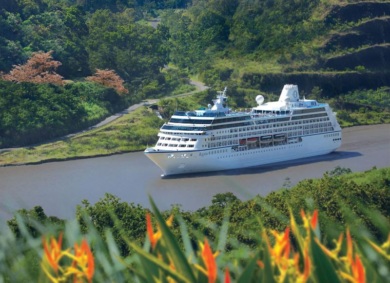 rClass-Regatta-Panama-Canal.jpg