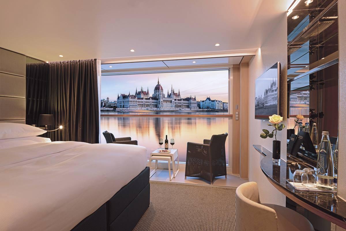 sc-suite-deluxeBalcony-budapest1.jpg