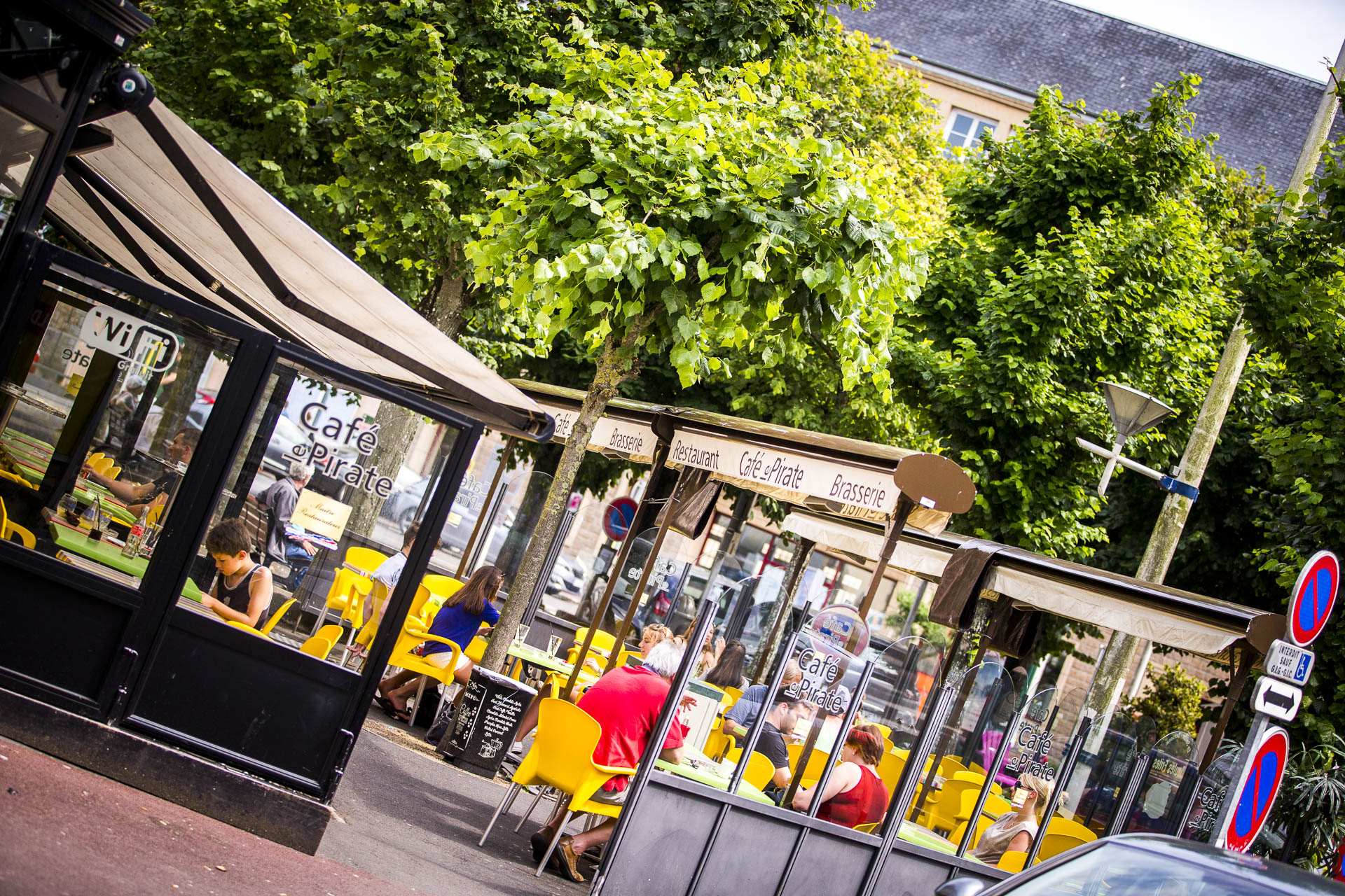 La terrasse du Café le Pirate brasserie à Granville