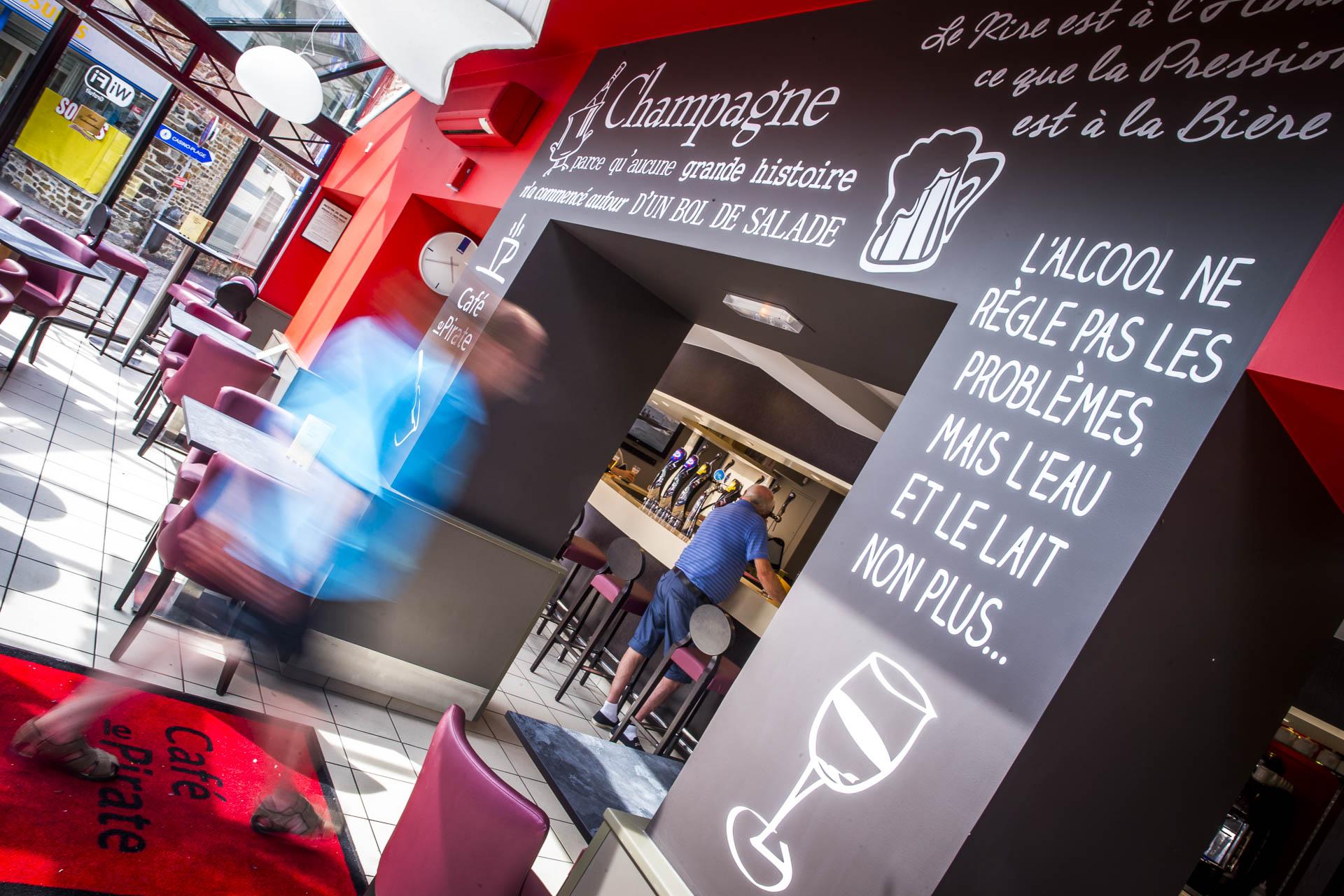 Le bar du Café le Pirate à Granville