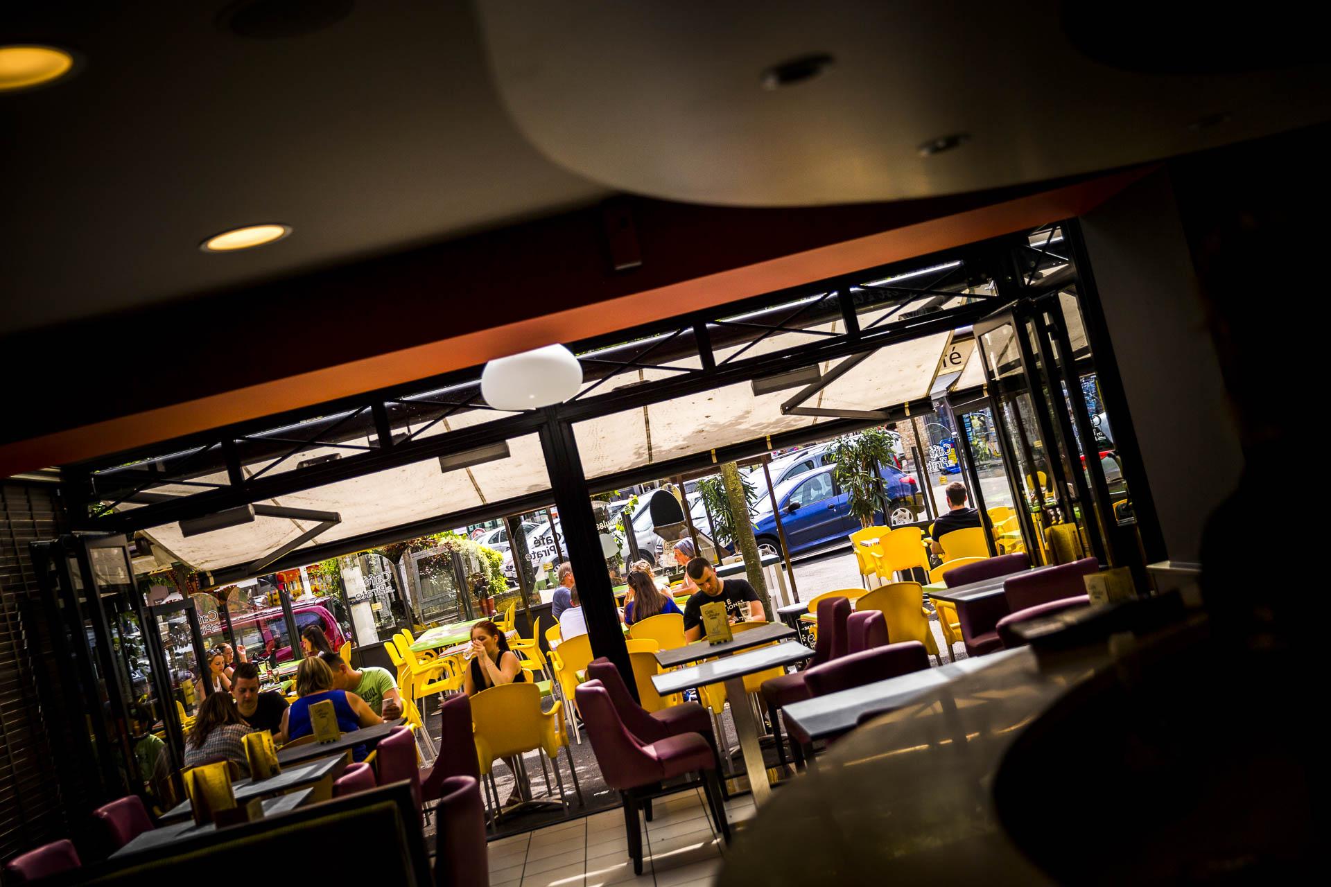 La terrasse spacieuse du Café le Pirate Granville