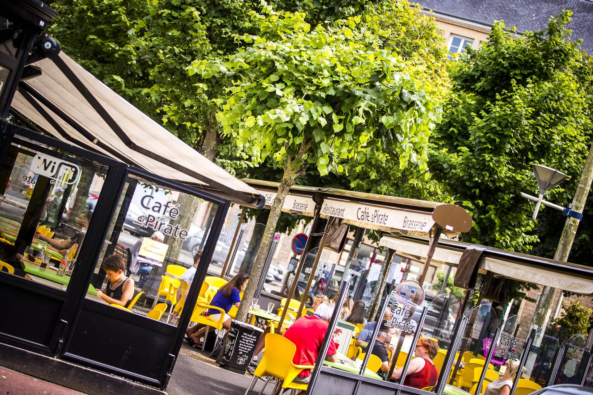 Terrasse du Café le Pirate : Brasserie à Granville
