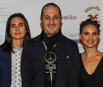 Darren Aronofsky (center)  with Jennifer Connely  and Natalie Portman