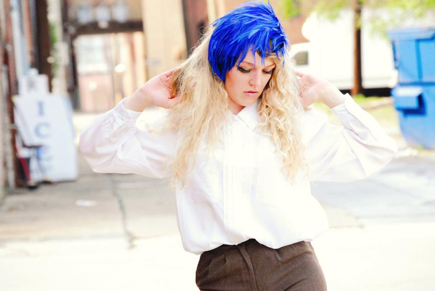 megan_blue+feathers_0001.jpg
