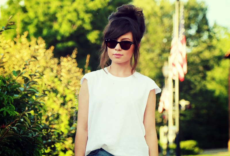 alaLadywolf_whitney+s+williams_DIY_plain+white+tee_main1_02.jpg