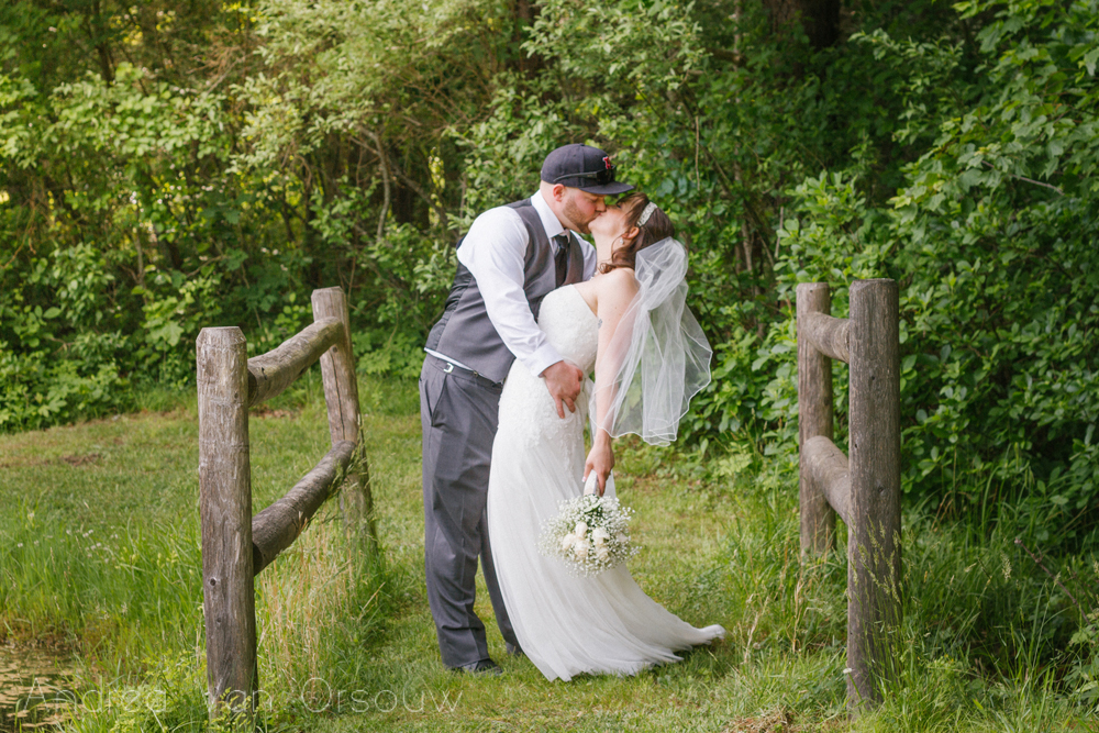 dip_kiss_bride_groom_jpg