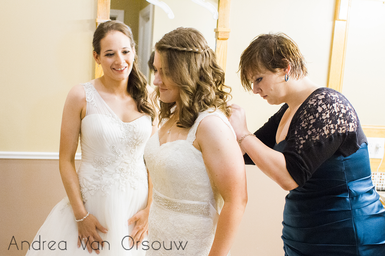 wedding_dress_zipping.jpg
