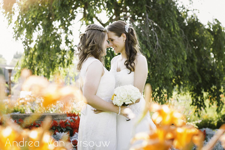 happy_couple_flowers_yellow_green.jpg