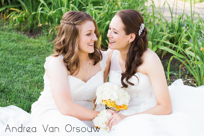 sitting_pose_brides.jpg