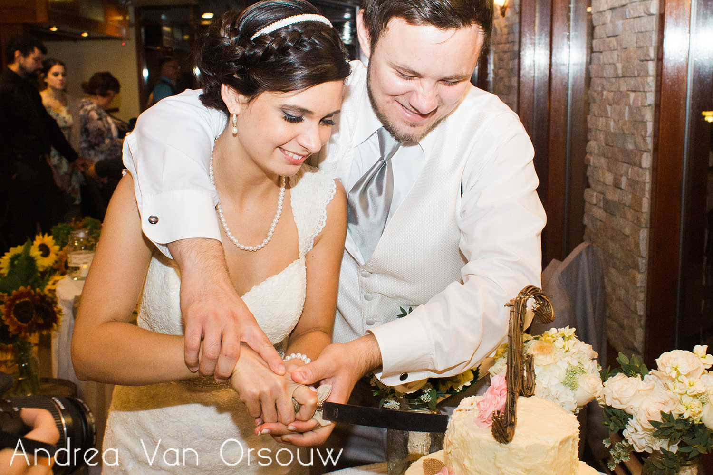 cutting_the_cake_couple_wedding.jpg