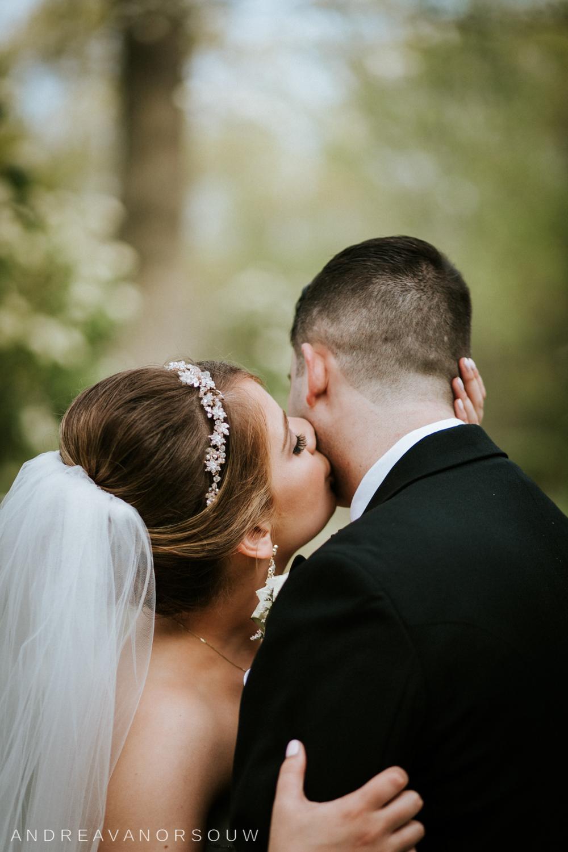 bride_kisses_groom_Wedding.jpg