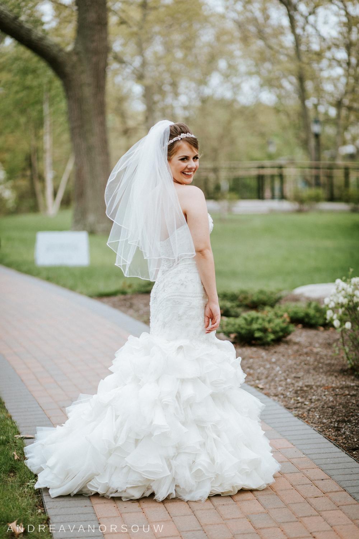 bridal_portrait_pretty_happy_wedding_day_connecticut_coast_guard_academy_wedding.jpg