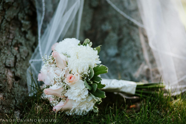 wedding_bouquet_pink_veil_detail_bride_outdoors_tree_rhode_island_connecticut_photographer_new_england.jpg