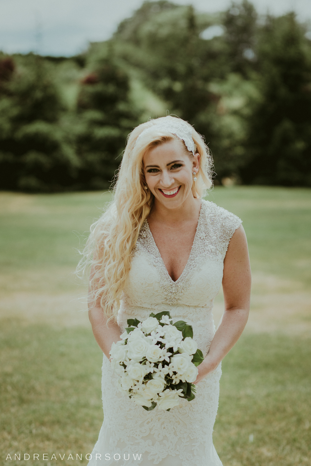 bride_bouquet_kirkbrae_country_club_bride_groom_wedding_rhode_island_lincoln_natural_photography_connecticut_new_england_photographer.jpg