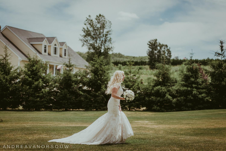 kirkbrae_country_club_bride_groom_wedding_rhode_island_lincoln_natural_photography_connecticut_new_england_backyard_photographer.jpg