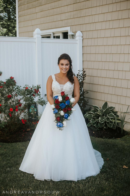 pawtucket_country_club_wedding_outdoors_rhode_island_new_england_connecticut_summer_Wedding_natural_photographer_photography_bride_portrait.jpg