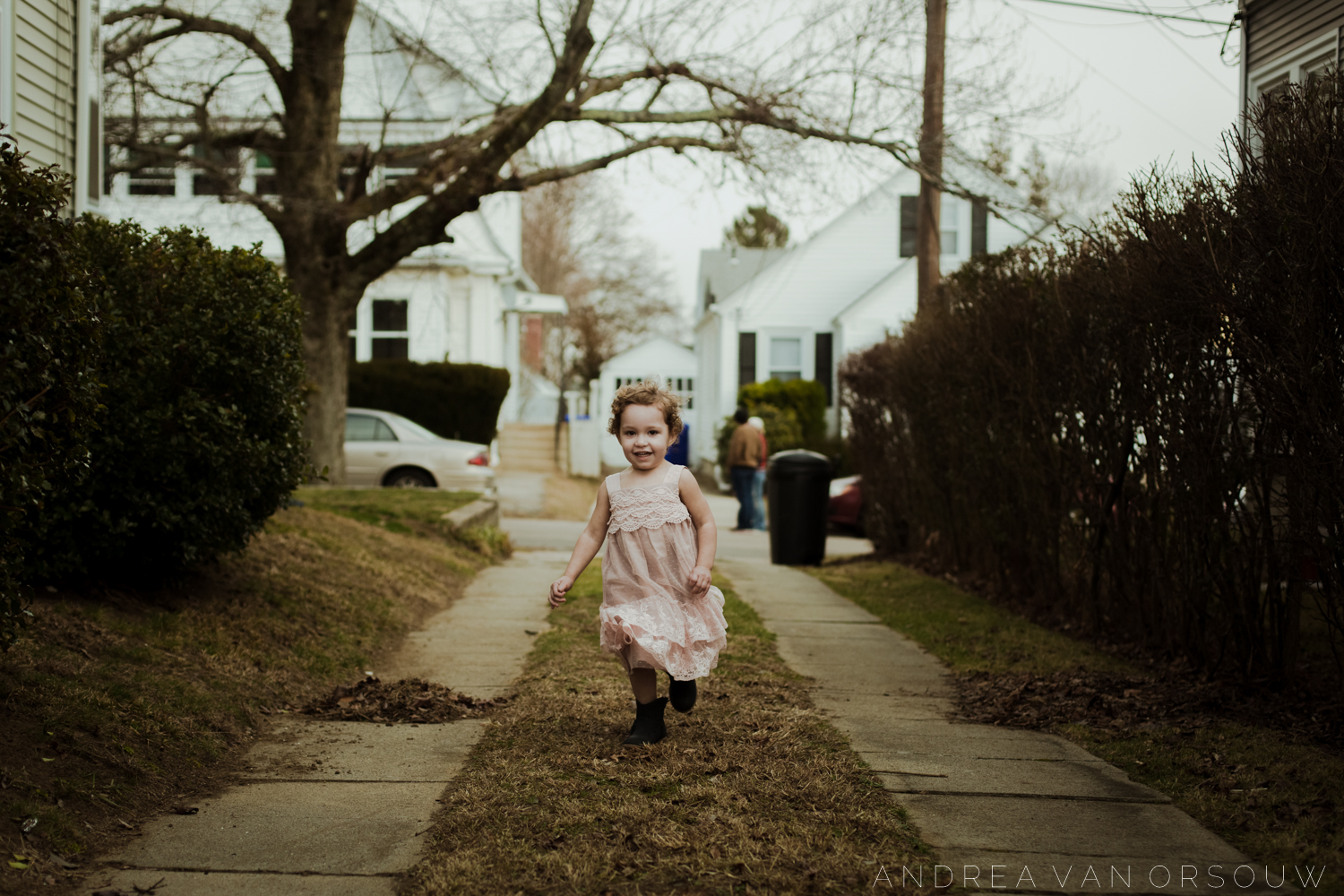 running_playing_outside_childhood_providence_rhode_island_lifestyle_photographer.jpg