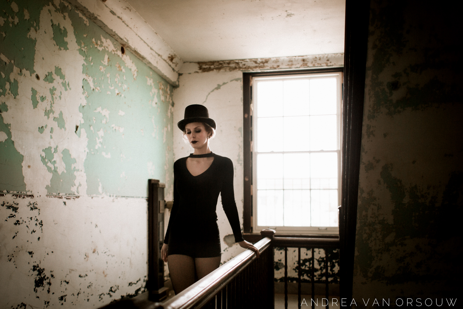 old_1920s_building_abandoned_retro_alternative_woman_portrait_session_rhode_island_providence_emily_luther.jpg