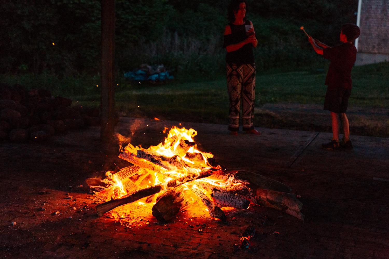 smores-wedding-firepit-summer-wedding-bonfire-relaxed-new-england-wedding.jpg