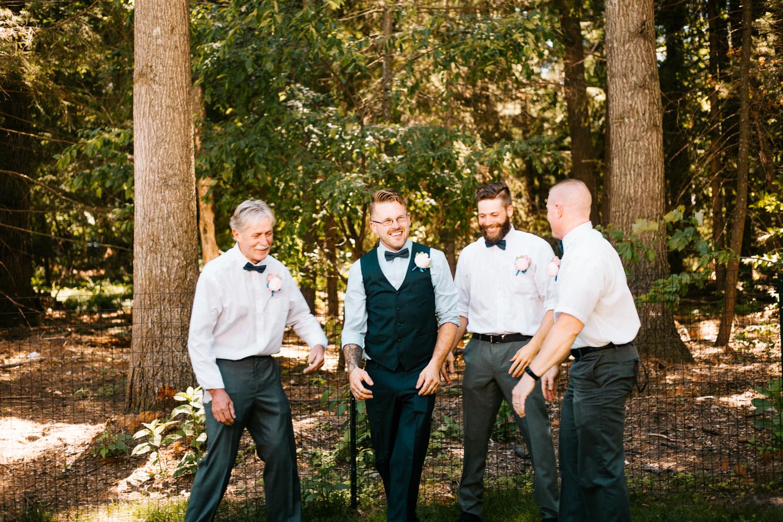 groomsmen-casual-backyard-wedding-granby-ct-photographer.jpg