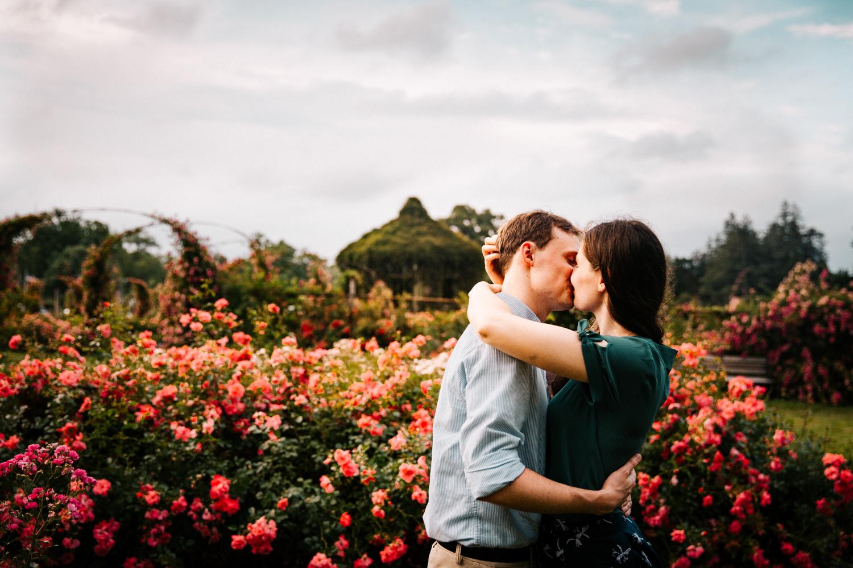 rose-garden-enggament-sesison-connecticut-flowers-summer-wedding-season-outfits-fun-new-england-natural-photographer,jpg