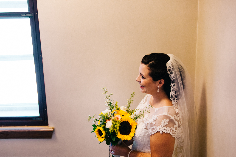 bride-sunflowers-rhode-island-ri-ma-ct-new-england-wedding-photography.jpg