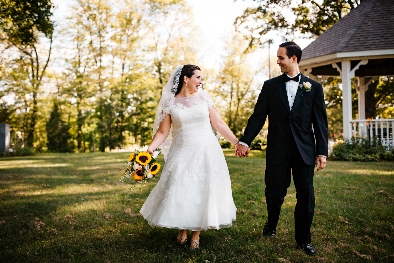 bride-and-groom-wedding-day-rhode-island-boston-new-england-outdoorsy-destination-wedding-photographer.jpg