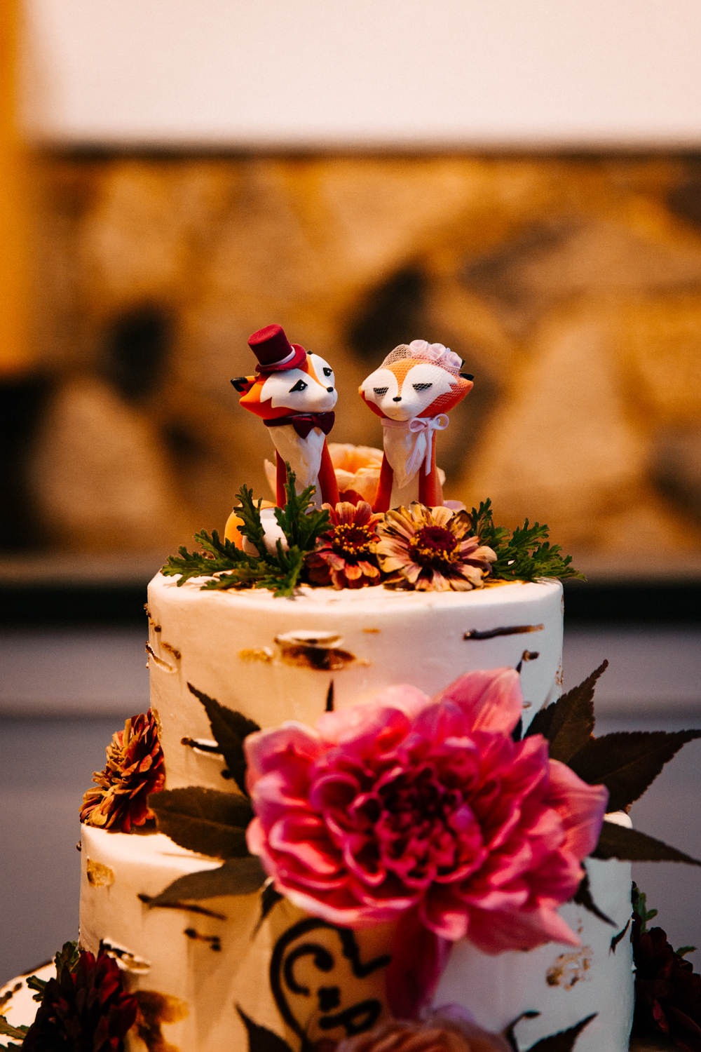 wedding-cake-atumn-fox-theme-details-elizabeth-park-october-boston-wedding-photographer.jpg