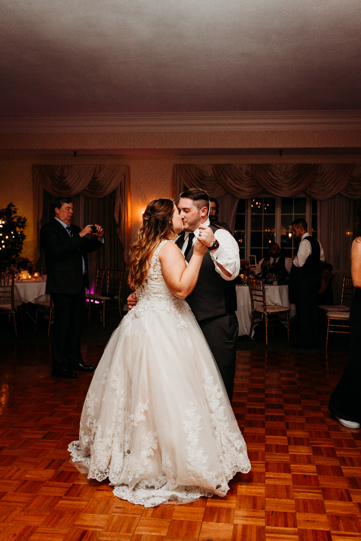 rhode-island-dallas-austin-texas-elopement-destination-adventure-natural-wedding-photography.jpg