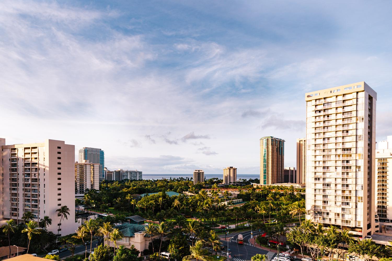 honolulu-hawaii-skyline-destination-wedding-photography-elopement-photographer.jpg