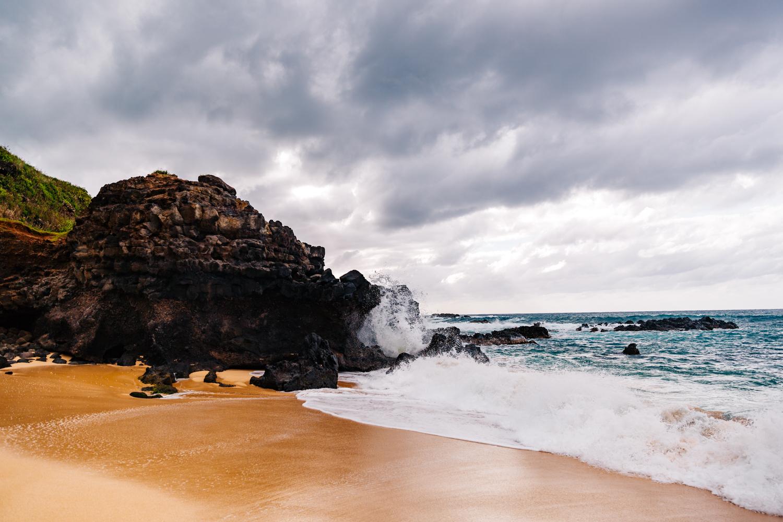 hawaii-waimea-bay-honolulu-engagement-elopement-adventure-photographer.jpg